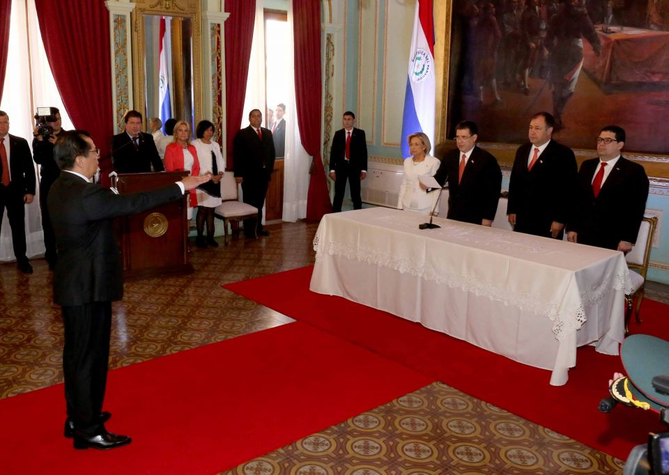 Titular de la corte en juramento de ministro del interior for Nuevo ministro del interior