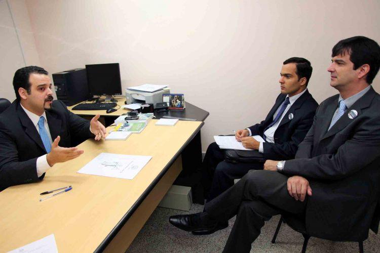 Funcionarios judiciales del brasil se interesaron en for Oficina de denuncias