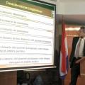 Ramón Silva, explicando algunas características lingüísticas.