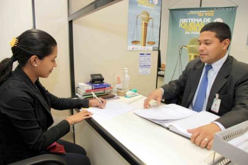 Oficina de quejas y denuncias recibi casos for Oficina de denuncias
