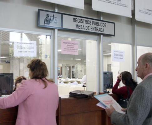 Instan a funcionarios de oficinas registrales a respetar for Horario oficinas correos agosto